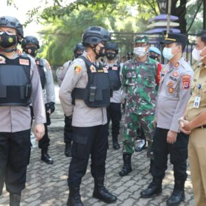 Pastikan Jaminan Keamanan dan Pelaksanaan Prokes, Kapolresta Tangerang Pimpin Tim Pendekar Raksa Amankan Pilkades PAW di 2 Desa