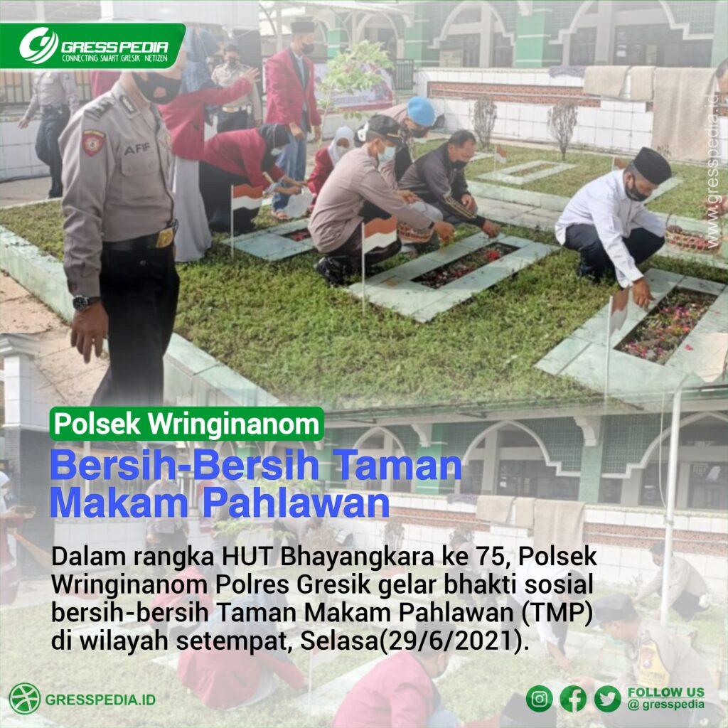 Polsek Wringinanom Bersih - Bersih Taman Makam Pahlawan