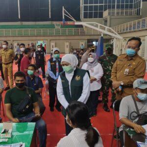 Gubernur Khofifah Tinjau Pelaksanaan Serbuan Vaksinasi Kabupaten Gresik
