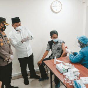 Kapolres Gresik Bersama Forkopimda Pantau Pelaksanaan Vaksinasi Gotong Royong