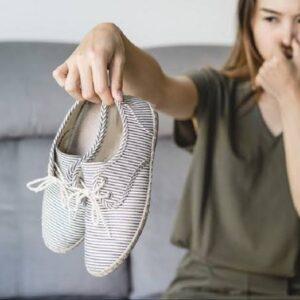 Hilangkan Bau Sepatu dengan Cara ini
