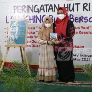 Siswa SD Iradah Gresik Buat Buku 'Surat Kecil Untuk Gus Yani'