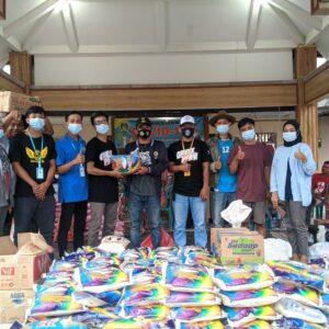 Kabar Panceng dan Gresspedia Salurkan 1,5 Ton Beras Dan Pengobatan Untuk Banjir Gresik
