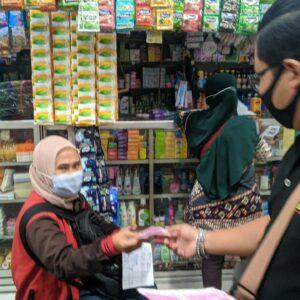 Peduli Prokes, Komunitas Gresker Dan Gresspedia Bagi 1000 Masker Gratis Di Pasar Gresik