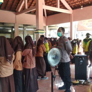 TNI Polri Bersinergi Sukseskan Sebaran Vaksinasi Tingkat Desa di Gresik