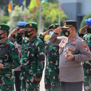 Polres Gresik Ikuti Apel Gelar Pasukan Dalam Rangka Pengamanan VVIP Kunjungan Kerja Presiden RI ke Pelabuhan JIIPE
